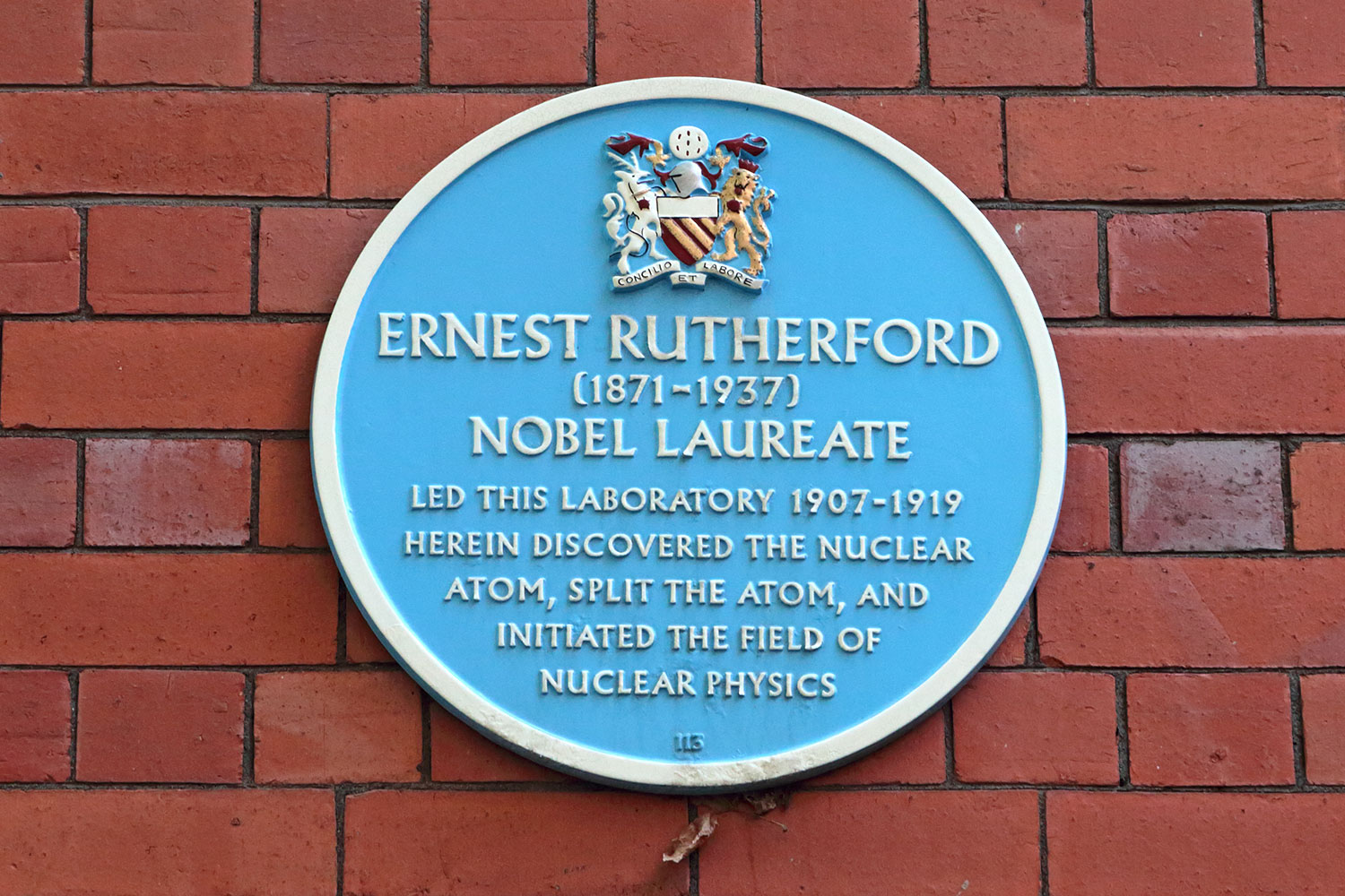 Ernest Rutherford blue plaque in Manchester